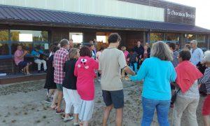 Initiation aux danses bretonnes par l'association Dans da Viken